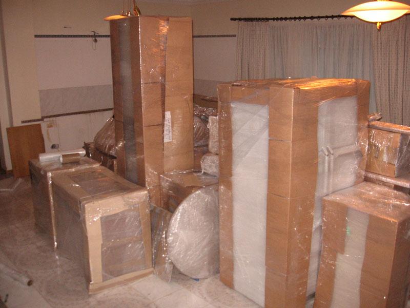 Упакованная мебель для перевозки