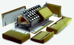 4 этапа разборки дивана-аккордеона для его перевозки