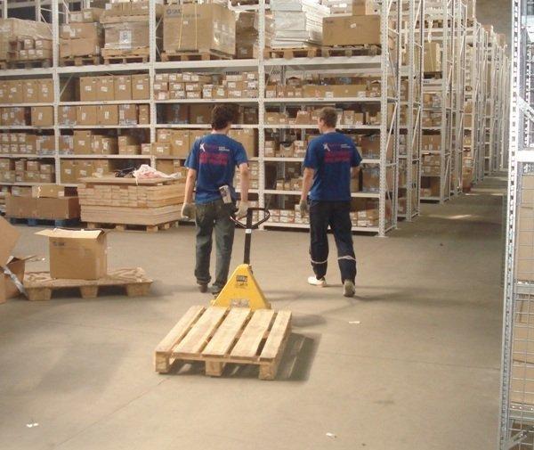 Что входит в обязанности грузчика склада?